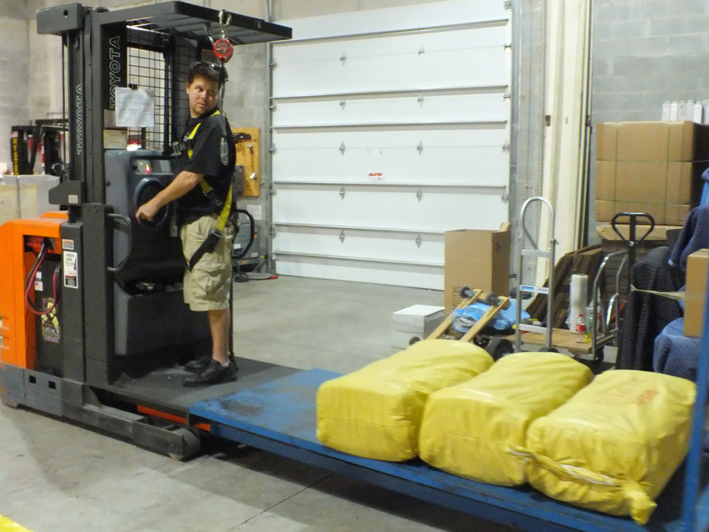 hauling-items-in-the-warehouse